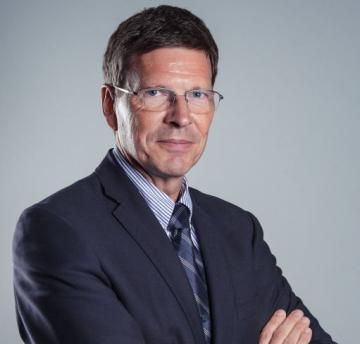 Dr. Alain Derom